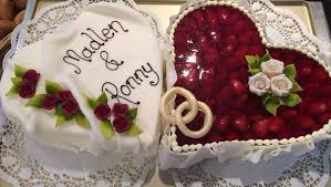 hochzeitstorte herz hochzeitstorte herz m erdbeeren fondant bäckerei konditorei