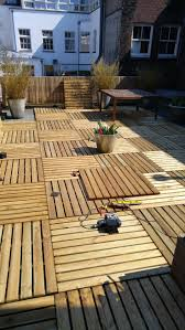 Patio Furniture Made From Pallets by Best 25 Pallet Deck Furniture Ideas On Pinterest Sectional