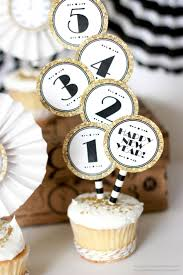 Cupcake Decorating Ideas For New Years Eve by Best 25 New Years Eve Packages Ideas On Pinterest News Years