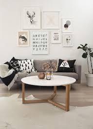 un mur galerie pour habiller coin canapé à découvrir