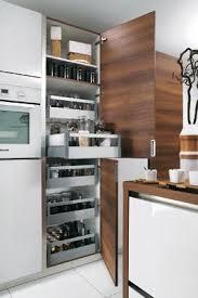 cuisine blanc et noyer cuisine cyane blanc brillant cuisiniste salle de bains