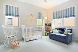 canap chambre enfant chambre bébé blanche décorée de couleurs 50 idées