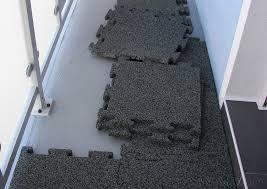 balkon fliesen der balkonbelag aus gummigranulatplatten ist garantiert dauerhaft