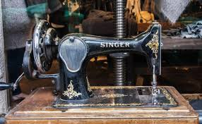 Antique Singer Sewing Machine And Cabinet Antique Singer Sewing Machine Value Lovetoknow