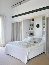 chambre parentale taupe dressing niche murale et rideaux dans chambre parentale