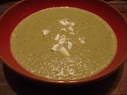 cuisiner un chou romanesco soupe de chou fleur et petits pois au roquefort gourmicom