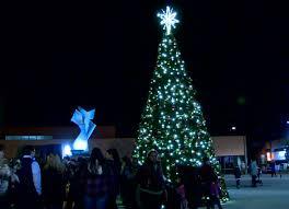 fifth annual huntington tree lighting brings community together