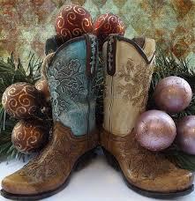 3 unique ways to use cowboy boots in décor