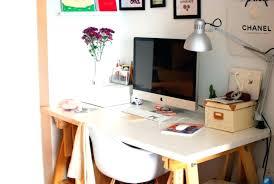 comment faire un bureau bureau avec treteau tracteau bois gain de place comment faire