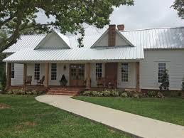 Modern Farmhouse Ranch Best 25 Metal Roofs Farmhouse Ideas On Pinterest Metal Roof