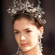 wedding hair accessories the best wedding hair accessories from bridal fashion week
