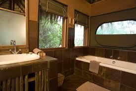 15 southern bathroom ideas annie sloan chalk paint ideas