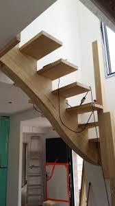 limon d escalier en bois réalisation d u0027un escalier 2 4 tournants à limon central dans le