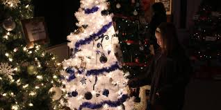 christmas trees and lights christmas trees light up 1892 saugus building itemlive itemlive