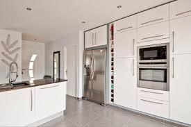 cuisine laqué cuisine ouverte en laque ultra brillante cuisines inovconception