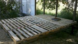 outdoor floor with pallets 20 ideas to inspire