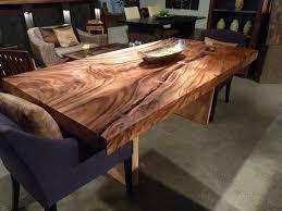 table de cuisine en bois exotique dedans chaise rustique
