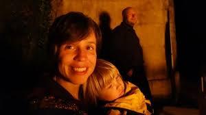 Nicola Schneider (hinten), Monika Siegenthaler und die gemeinsame Tochter suchen neue Mitbewohner. Bedingung: vier Stunden täglich mithelfen. - 88207-6zxG6j8AuBZr_qQ6kDiS3g