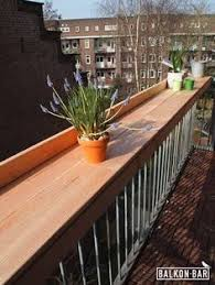 upcycling ideas of balcony seat old wooden box carpet runner