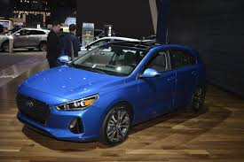 all new 2018 hyundai elantra gt makes debut myautoworld com