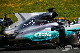 how do they refuel the cars formula1