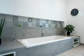 Badezimmer Badewanne Dusche Postaplan Com U003d Badewanne Verkleiden Platten Badewanne Design