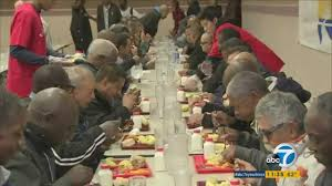 thanksgiving feast at l a mission feeds 5 000 homeless abc7