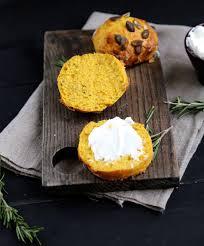 cuisiner la citrouille on dine chez nanou scones salés à la citrouille au romarin et au