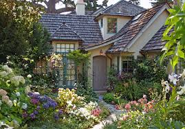 Little Cottage Home Decor by Ideas About English Cottage Gardens Also Cute Little Garden Images