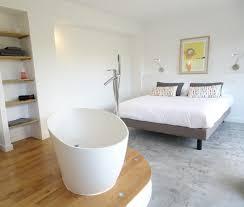 chambre amoureux la chambre des amoureux avec sa baignoire îlot ouverte sur la