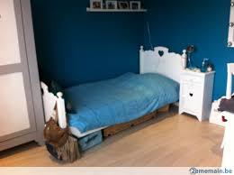 chambre de garde chambre d enfant complète garde robe lit et table de nuit a