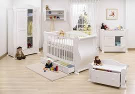 meubles chambre bébé la peinture chambre bébé 70 idées sympas