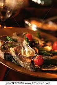 cuisiner chignon langue de boeuf banque d image boeuf langue et légumes sur plaque gros plan
