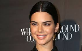how to get blake griffin hair kendall jenner sits courtside in snakeskin heels cheers on nba