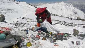 film everest in berlin nepal asks climbers to clean quake littered everest c news dw