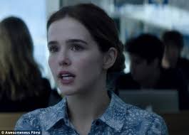Seeking Trailer Cupid Zoey Deutch Experiences Serious Déjà Vu In High School In New