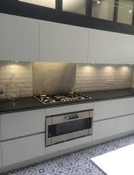 plan de travail cuisine blanche cuisine blanche avec plan de travail noir le pour