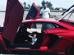 voiture de luxe chris brown sa fille royalty déjà au volant d u0027une voiture de