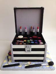 makeup case cake by craftsy member irina salazar