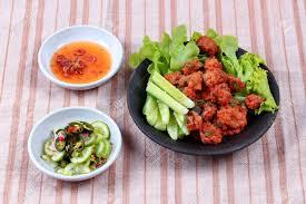 cuisine tha andaise cuisine thaïlandaise tiré gâteau de poisson au curry avec
