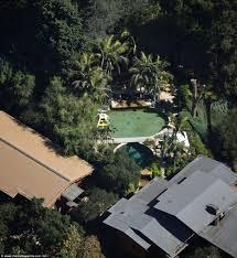 Angelina Jolie Mansion by Inside Brad Pitt And Angelina Jolie U0027s Sprawling Hollywood Hills