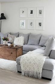 canap avec gros coussins gris perle salon canapé gris clair angulaire avec des grands