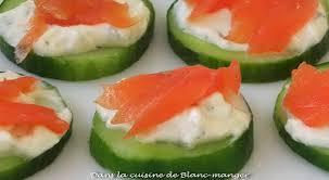 canapés saumon fumé dans la cuisine de blanc manger canapés ultra rapides concombre
