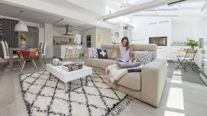 cuisine blanche ouverte sur salon cuisines santos des meubles qui permettent de créer des