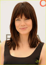 michelle monaghan s bangs are perfect coiffure pinterest