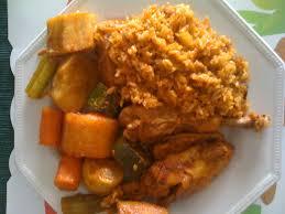 cuisine africaine poulet riz gras au poulet ou a la viande et aux petits légumes africain