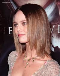 what is the difference between layering and tapering vanessa paradis sleek shoulder length hairstyle with layers that