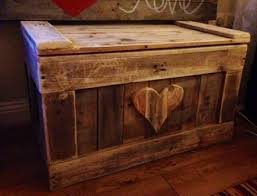 Build A Toy Box From Pallets by Diy Pallet Wood Chest Pallet Furniture Plans