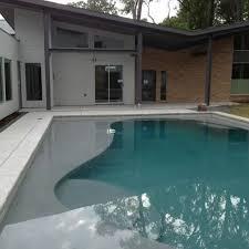 Backyard Pool House by Best 25 Kidney Shaped Pool Ideas On Pinterest Swimming Pools