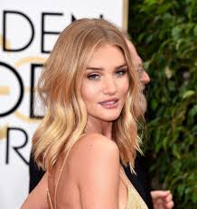rosie huntington side parted lob rosie huntington whiteley golden globes 2016 hairstyle center part